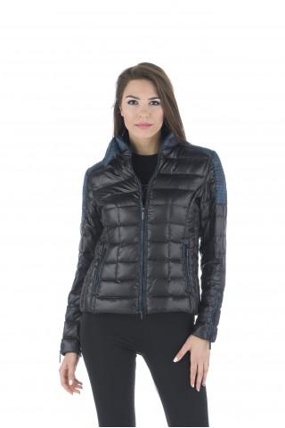 Леко пухено яке с цветни детайли - черно/синьо