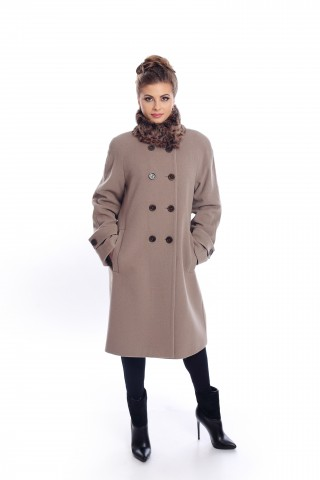 Бежово палто с яка от заешка кожа