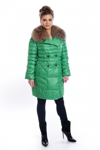 Зелено, късо, пухено палто с яка от лисица