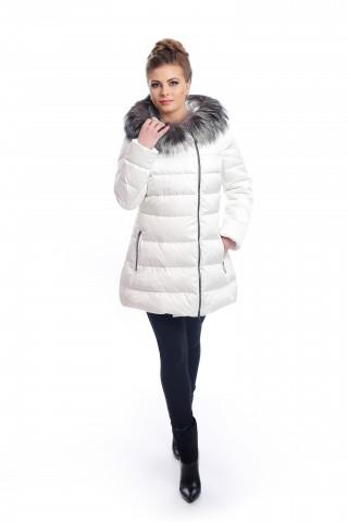 Бяло, пухено яке с цип и качулка украсена с кожа от сребърна лисица