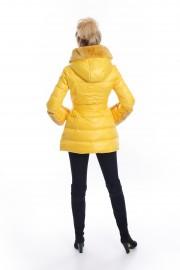 Жълто пухено яке с качулка и маншети от заешка кожа