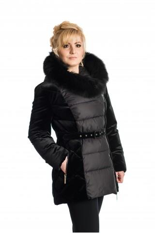 Дълго пухено яке в Черно с асиметричен цип, комбинация от кадифе и промазка и сваляща се кожа на качулката.