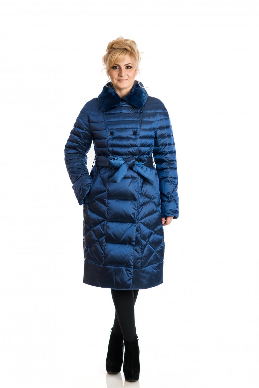 Синьо пухено яке със  кожена яка от рекс.