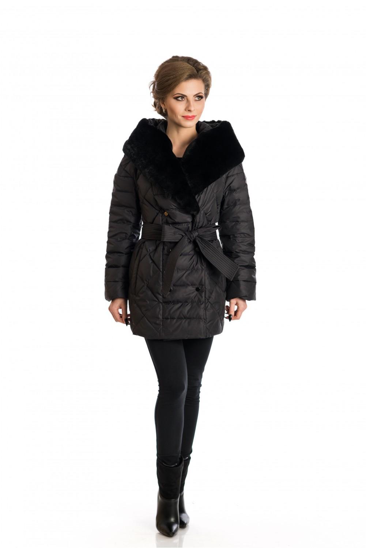 Черно   пухено палто с качулка, украсена с кожа от рекс.