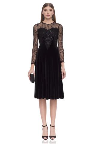 Вечерна рокля от кадифе с дантела