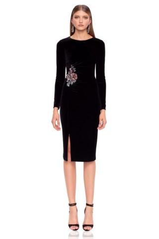 Вечерна рокля от кадифе с акцент върху талията